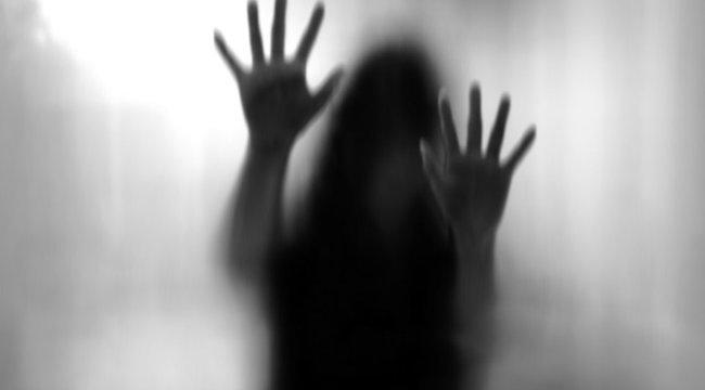 Elfeledte bezárni a házabejárati ajtaját, odahaza megerőszakolták