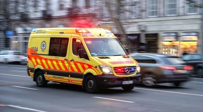 Mentő rohant a helyszínre: Ketten súlyosan megsérültek az M4-esen történt balesetben