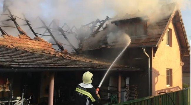 Igazi hősök: munkába tartó melósok mentettek ki az égő házból egy fiatal lányt Pázmándon - videó