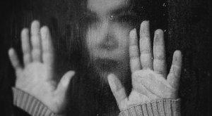 Szörnyeteg: Engedte a pasijának, hogy megerőszakolja 10 éves lányát, mert akart még egy gyereket