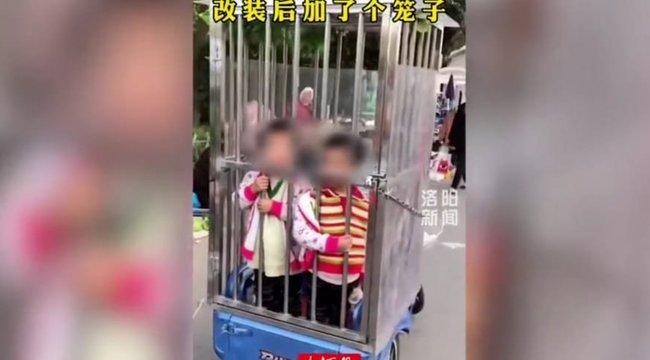 Döbbenetes: ketrecbe zárták gyerekeiket, hogy ne kószáljanak el a piacon – videóval