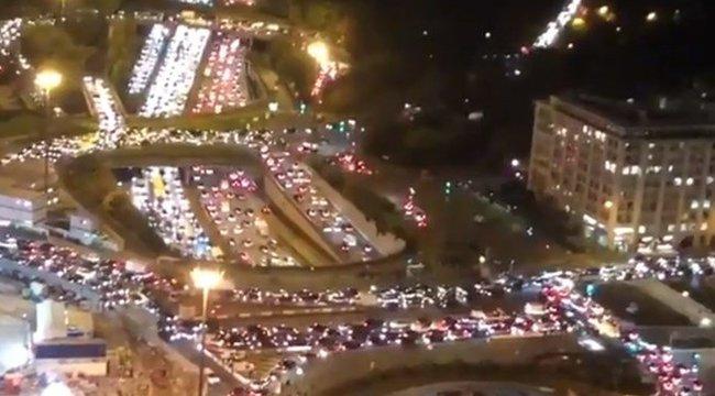 Menekültek az emberek: 700 kilométeres dugó alakult ki Párizs körül – videó