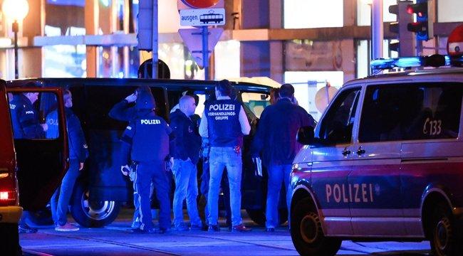 Bécsi terrortámadás: újabb ember halt bele a sérüléseibe, egy fegyveres még szökésben van