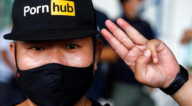 Óriási balhé: Letiltották a Pornhubot Thaiföldön – ellepték az utcákat a pornókedvelő tüntetők