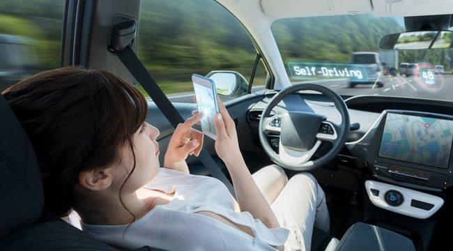 Vezetéstámogatás: Karnyújtásnyira van a valódi önvezető autó