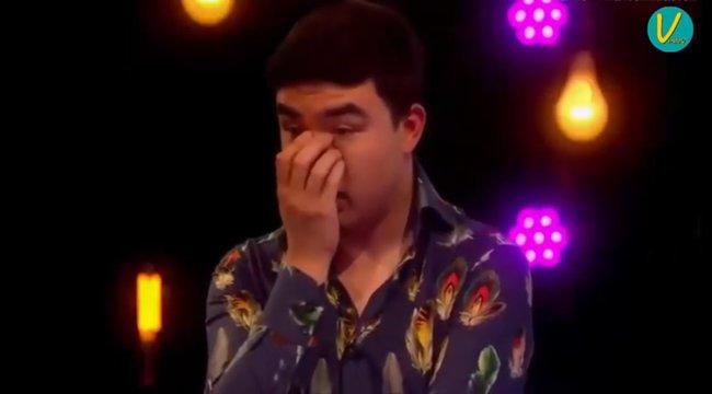 A kamerák előtt látott életében először pucér nőt a szűz fiú - a reakcióját látni kell! - videó