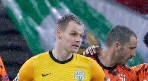 Dibusz nem pihen: Vajon a bajnokin is bakizik majd a fáradt Fradi?