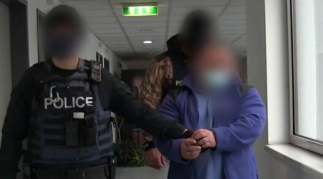 Maszk miatt késelt meg egy idős férfit a biztonsági őr az 1-es villamoson