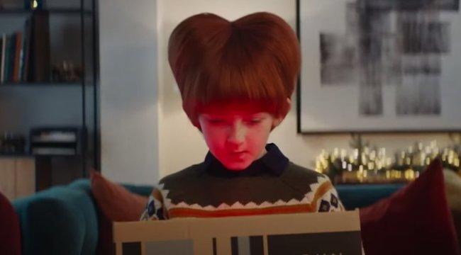 Még sosem volt ennyire bizarr a John Lewis karácsonyi reklámja – videó