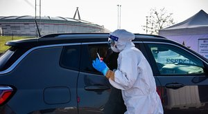 Koronavírus-betegeket szűrnek a Juventus-stadion tőszomszédságában