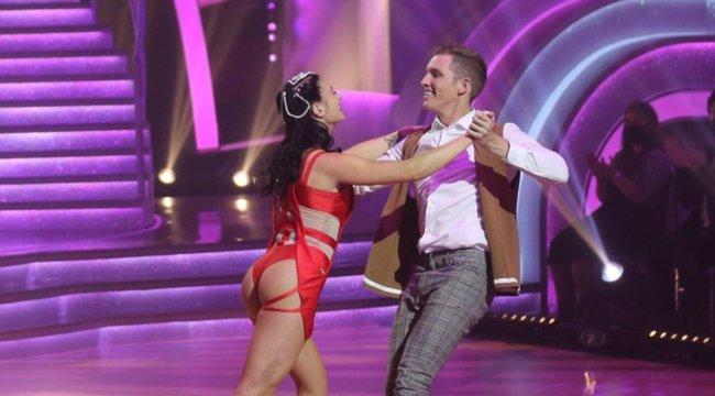Mindenki belepirult Győrfi Daniék forrón erotikus táncába – 18+ videó