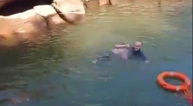 Hősként ünneplik: fuldokló nőt mentett ki a háborgó folyóból a 61 éves brit konzul - Videó