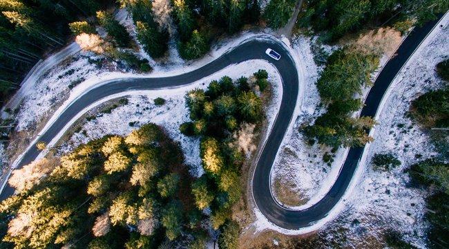 Autósként már készülhetünk a jégpályává fagyott útfelületekre