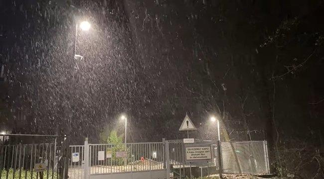 Megérkezett a tél? Így szakadt a hó Kékestetőn – videó