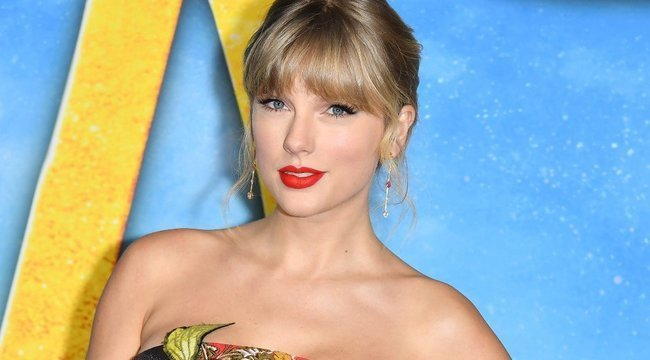 Hatodszor választották meg a legjobb énekesnőnek, hangjánál csak a lábai érnek még többet