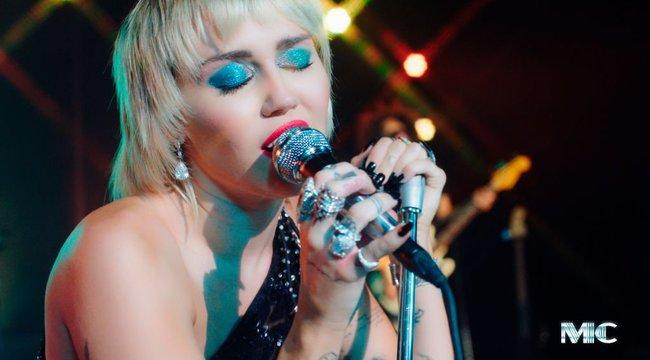 Figyelem, Miley Cyrus tapsvihart érdemel: mérföldkőhöz érkezett, két teljes hete józan!