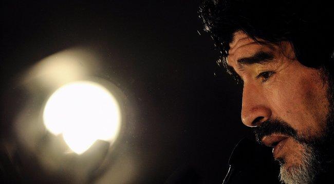 Drogot és alkoholt keresnek Maradona vérében