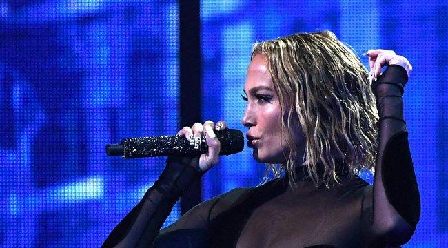 51 évesen is bevállalta: totál meztelenül mutatta meg magát Jennifer Lopez – fotó