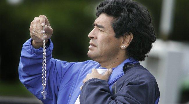 Késtek a mentők? Három ügyész vizsgálja Maradona halálának körülményeit