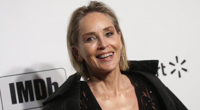 Hatalmasat terpesztett a 62 éves Sharon Stone – fotó