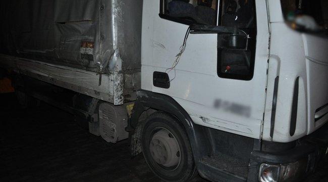 Autósok bírták megállásra a mattrészeg kamionost, aki előtte Újpesten tarolta le a kocsikat