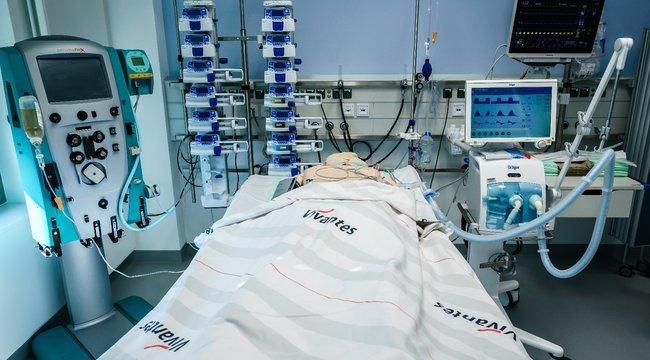 A lélegeztetőgépekről is álhíreket terjeszt a baloldal