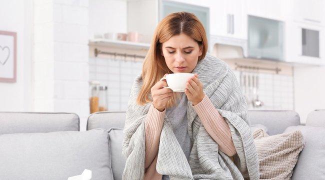 Gyógyteák és rendszeres fertőtlenítés segítik az otthoni gyógyulást a Covid-19 tünetei esetén