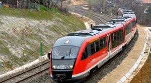 Pánikba estek az utasok, akiket a lekapcsolt vonaton hagytak