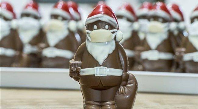Vírustagadók fenyegették a maszkos csokimikulást kitaláló magyar cukrászt