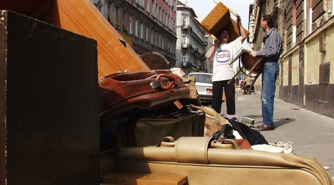 Életveszély, mivel szórakozott a lomtalanítás alatt egy budapesti férfi