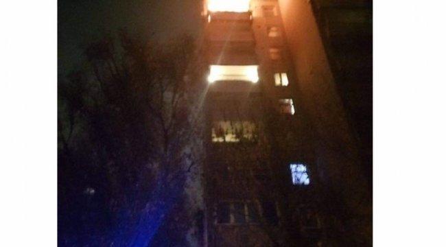 Méteres lángok közül húztak ki egy szétégett 87 éves budapesti férfit - fotó