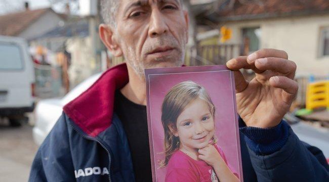Szekszárdi gyerekgyilkosság: Magam akasztanám a kötelet a kislányom gyilkosa nyakába – mondta a gyászoló apa