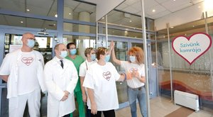 Közeledik a karácsony, szupercuki betegsimogatót alakítottak ki az egyik magyar kórházban