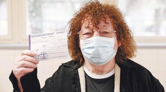 Beoltották Demjén Ferencet – az énekes is megkapta a koronavírus elleni vakcinát