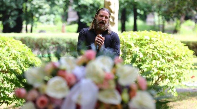 Örök nyugalomra helyezték: itt vannak az első fotók Gábor Zsazsa temetéséről | BorsOnline