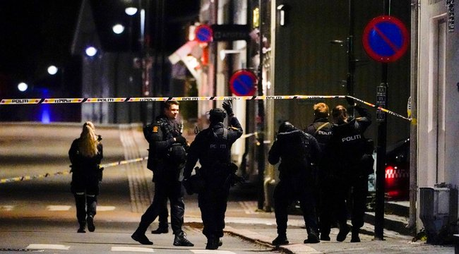 Íjjal elkövetett vérengzés Norvégiában, több halott és sebesült
