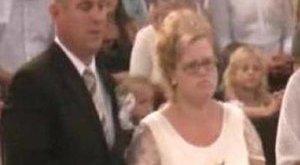 A templom előtt szült a menyasszony