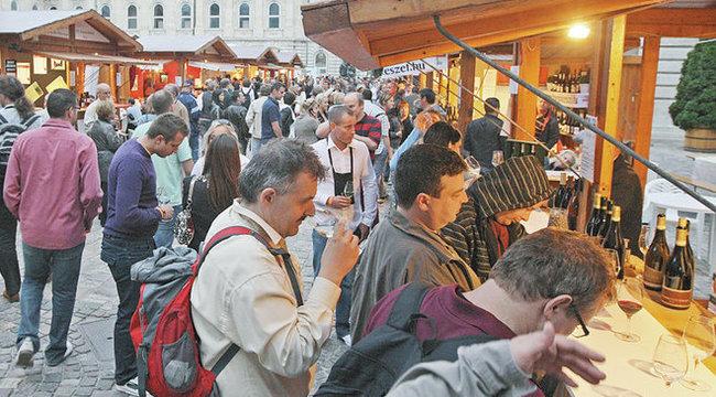 Cigi és pia a válságban is kell a magyarnak