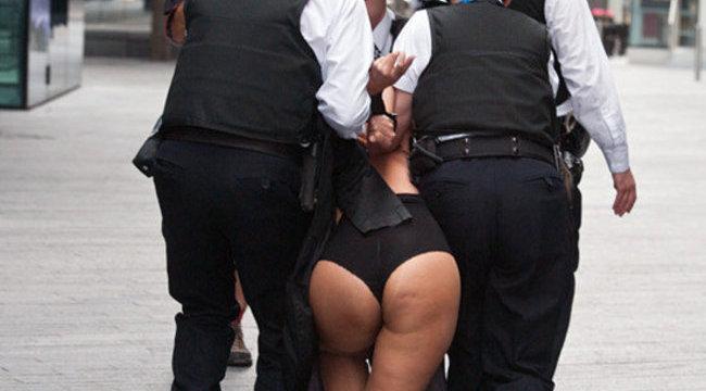 Topless feministák tüntettek a NOB ellen Londonban