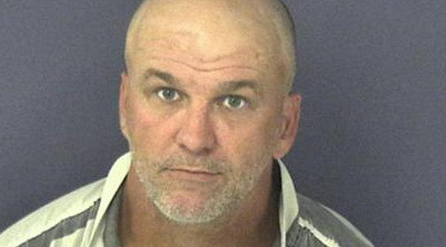 Biztonsági kamera rögzítette a férfi bestialitását