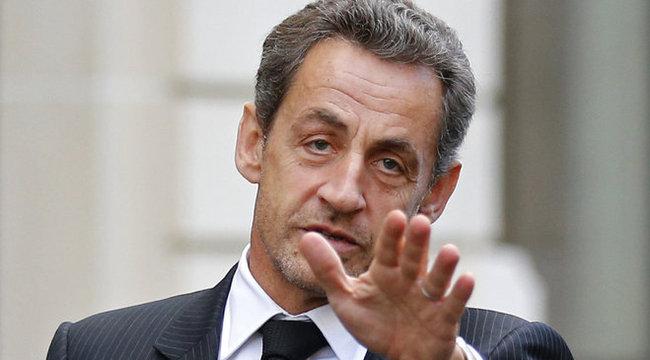 Sarkozy is menekül Franciaországból