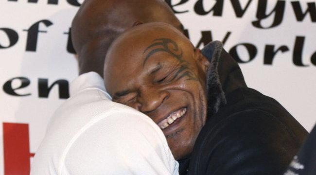 Holyfieldet csókolgatta Tyson