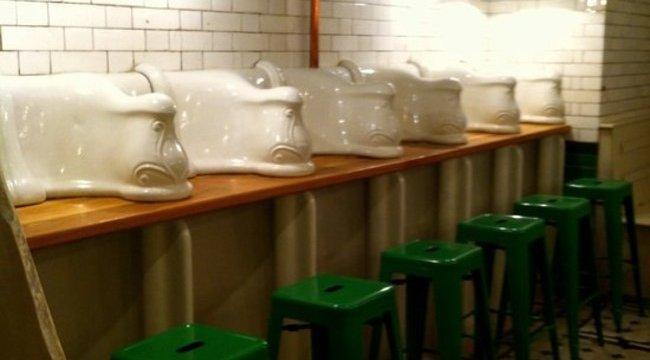 Luxuskávézót rejt a nyilvános vécé