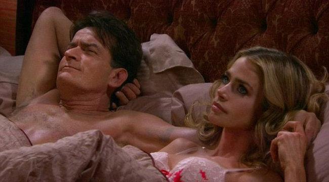 Exnejével bújt ágyba Charlie Sheen