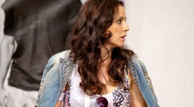 Színpadon érte baleset Gubás Gabit