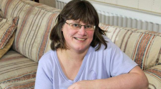 Bizarr betegség: saját teste kergeti őrületbe a nőt