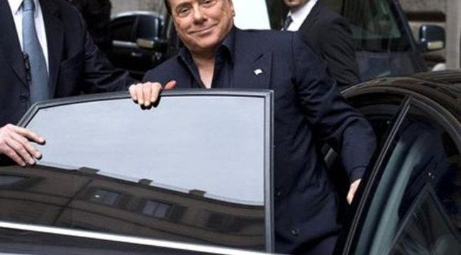 Berlusconi plasztikai műtétekkel készül a sittre