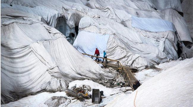 Lepedőkkel védik a gleccsereket