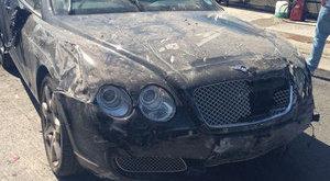 Szétroncsolták a luxuskocsit az autómosónál