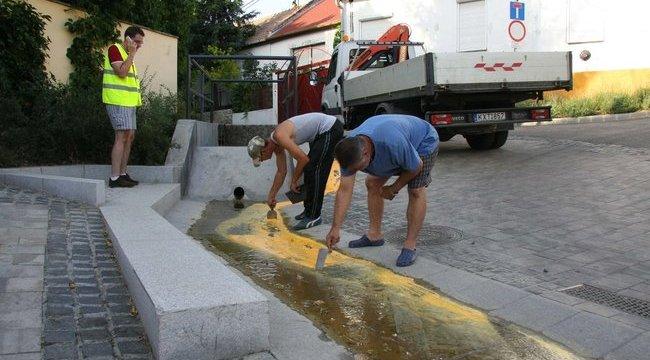 Attila sárgára festette az utcát